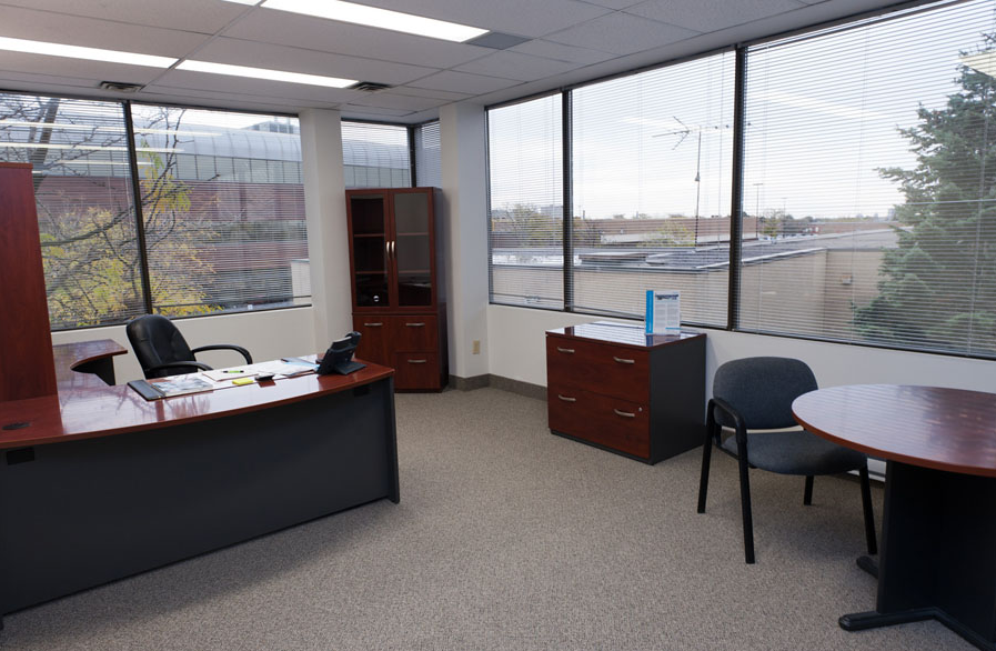 Rent all inclusive executive offices in ottawa for Office pictures